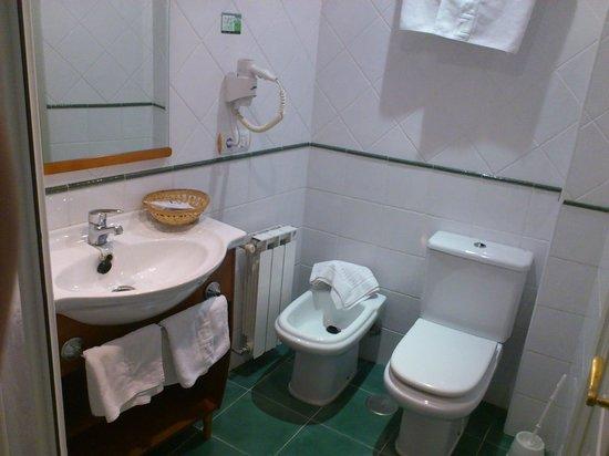 Hotel Faro De San Vicente: Cuarto de baño [1305]