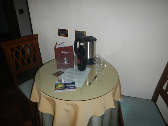 Relais Forus Inn: Breakfasttable in the room