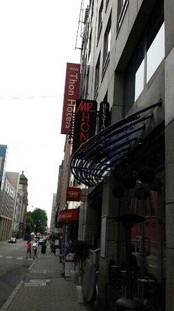 Mr. Hong Restaurant: outside of restaurant