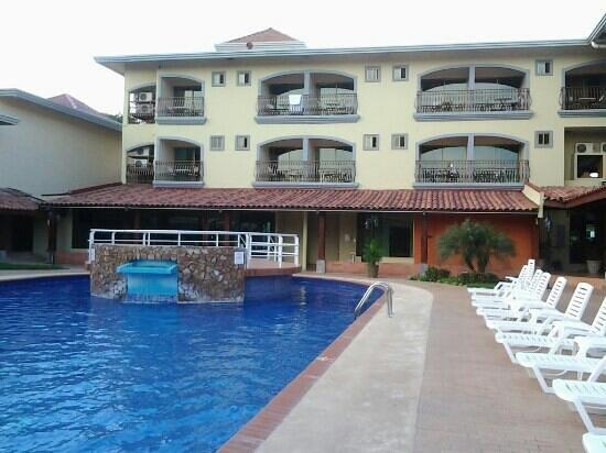 Gran Hotel Azuero : piscine et vue hotel