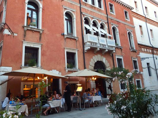 Ca' Pisani Hotel : Outdoor seating