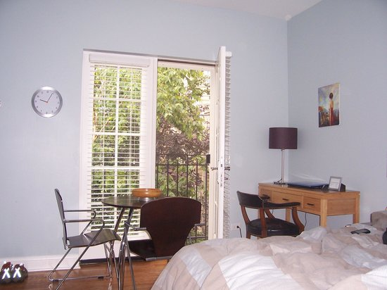 Magnolia Studios : I  had my second floor door open frequently to access the fresh air from the garden.