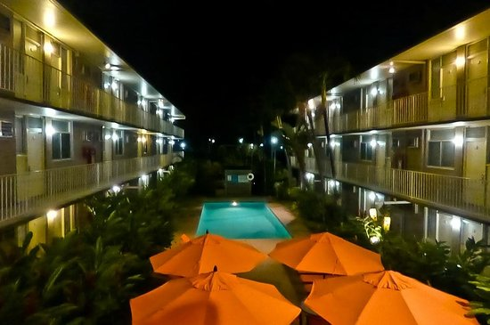 Pacific Marina Inn Airport: direkt am Pool