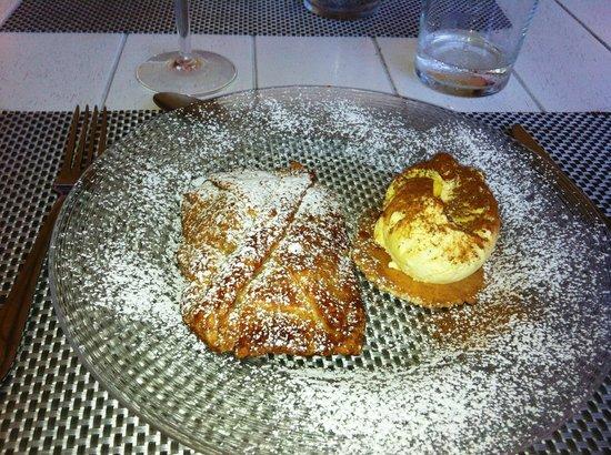 Port Garavan : strudel + boule vanille