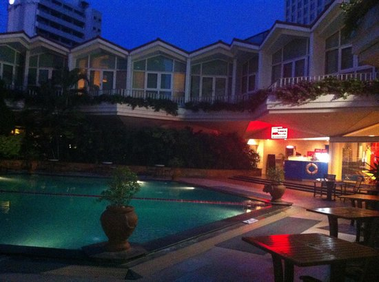 Dusit Thani Bangkok: Hotel pool
