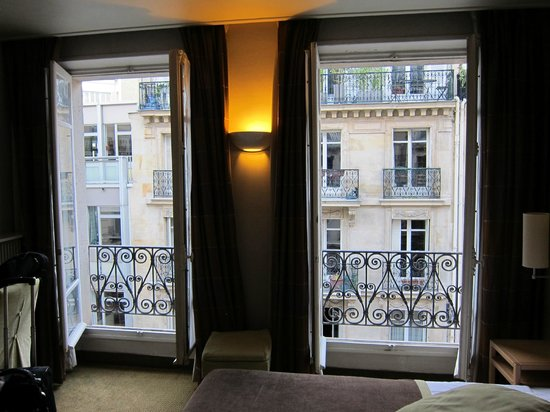 Hotel Signature St Germain des Pres: Our room with windows open- beautiful!