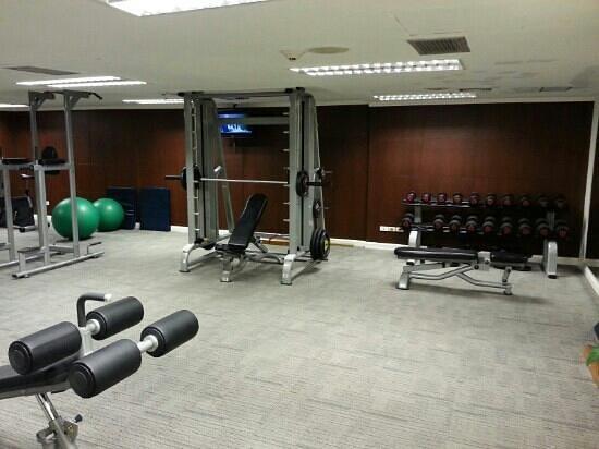Centara Hotel & Convention Centre Udon Thani: gym im centara hotel