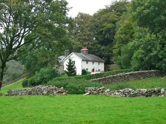 Tal-Y-Bont Country House B&B : View of Tal-Y-Bont from looking back up the valley