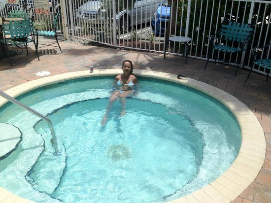 Treasure Bay Resort & Marina: My wife enjoying the jacuzzi