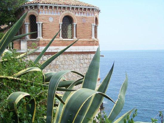 Roquebrune-Cap-Martin, Francia: vue du sentier du cap martin