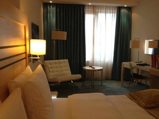 Radisson Blu Hotel, Hamburg Airport: Our room - comfortable and clean!