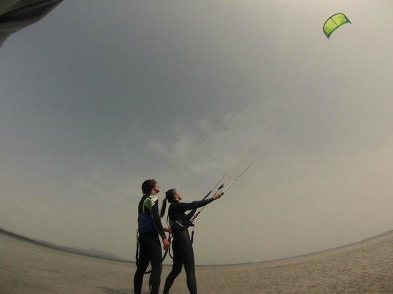 San Giovanni Suergiu, อิตาลี: Beginner Kitesurf Course Kite Village Sardegna