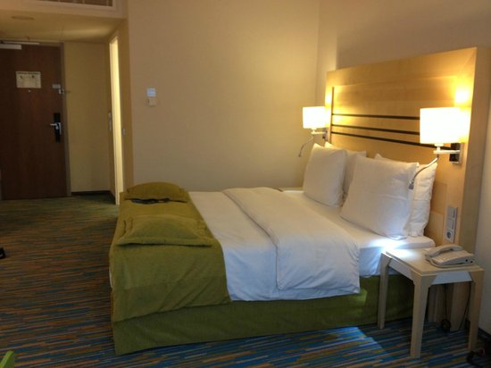 Radisson Blu Hotel, Hamburg Airport: The room - comfortable, clean and just what one needs after a long journey!