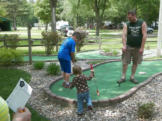 Indian Trails Campground: Mini-golf