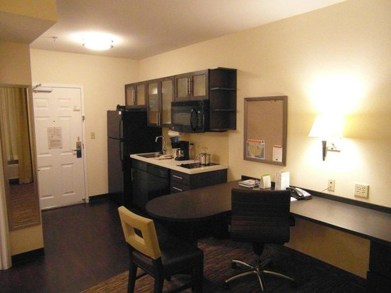 Candlewood Suites Arundel Mills / BWI Airport: Nice kitchen area