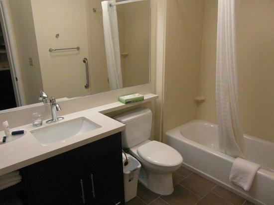 Candlewood Suites Arundel Mills / BWI Airport: Spotlessly clean bathroom