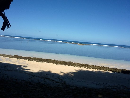 Satuiatua Beach Resort: Beach taken from fale
