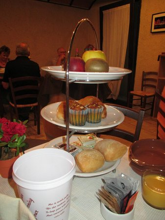 Hotel Opera: Breakfast on a tea stand!