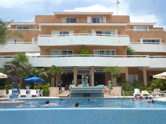 Sunset Fishermen Spa & Resort: Vista del hotel desde la playa