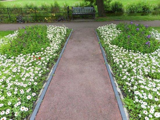 Westgate Gardens : Lovely flower beds