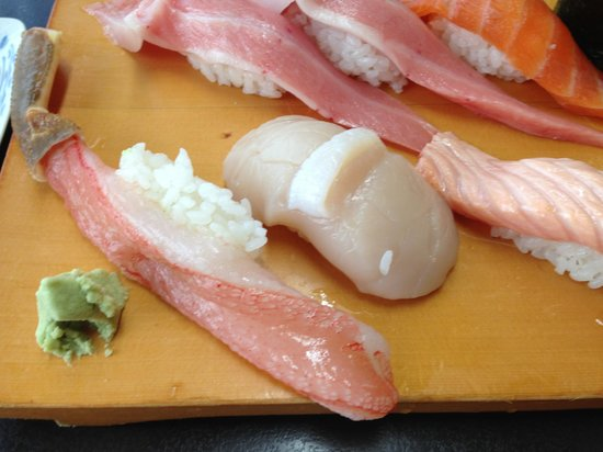 Edokkozushi: A few rice with the huge piece of fish