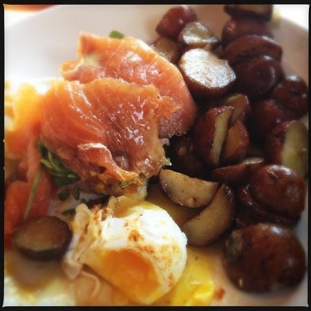 Redwater Rustic Grille : Salmon and eggs Benny