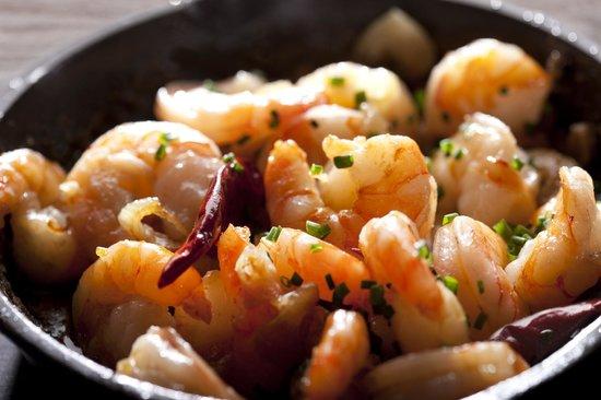 PODO Bar & Restaurant: Köstliche Shrimps in Knoblauchöl gebraten