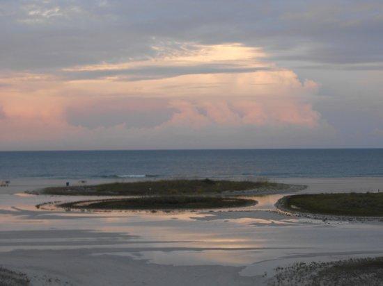 Surf Beach Resort: Sunset