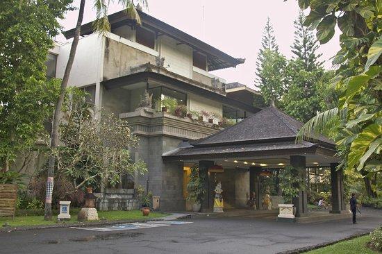 Prama Sanur Beach Bali: Ingang van het hotel