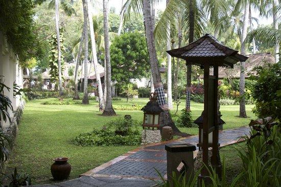 Prama Sanur Beach Bali: Binnentuin