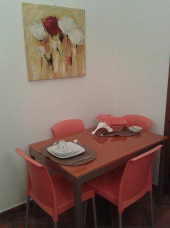 Antichi Ricordi: Tavolo del salotto