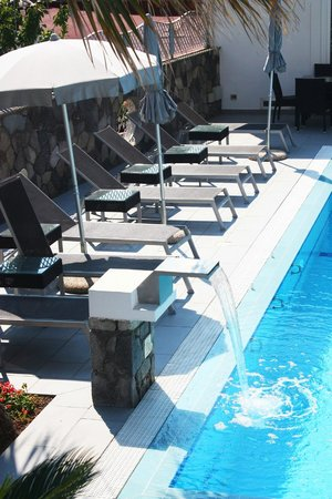 Grifo Hotel Charme & SPA: Hotel Grifo - Water Feature Pool Area