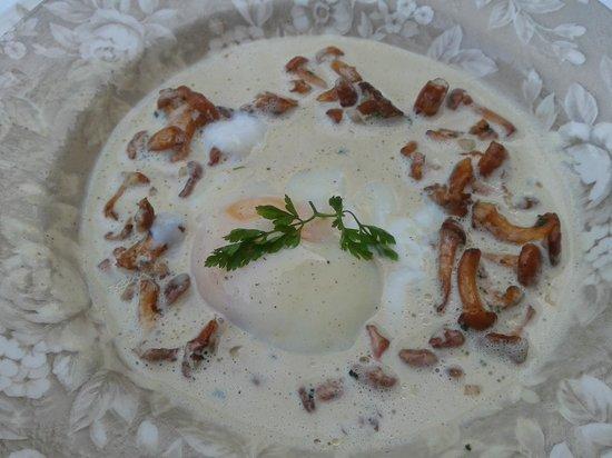 Le Cafe des Artistes : œuf aux girolles et crème au fois gras