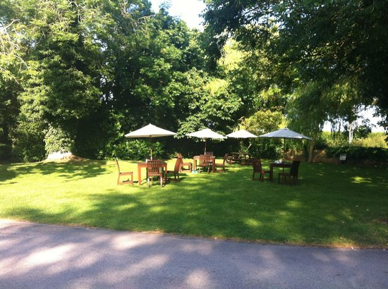 Marsh Farm Hotel: The beautiful garden
