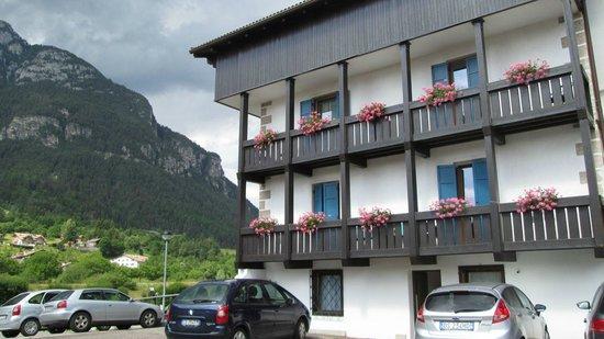 Hotel Nele Val di Fiemme: Hotel vista ovest