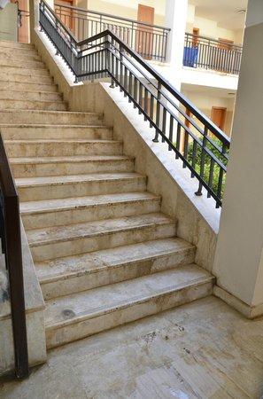 Club Calimera Serra Palace : Escalier dans l'hôtel