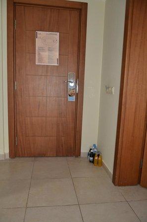 Club Calimera Serra Palace: Le frigo doit être rempli par nos soins !