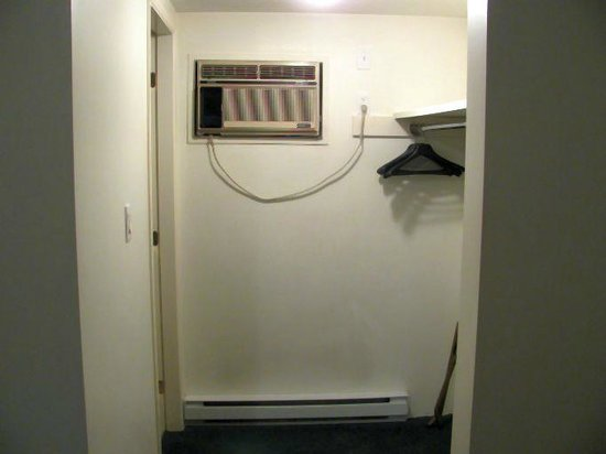Prince Motel: Closet area with a/c not sealed
