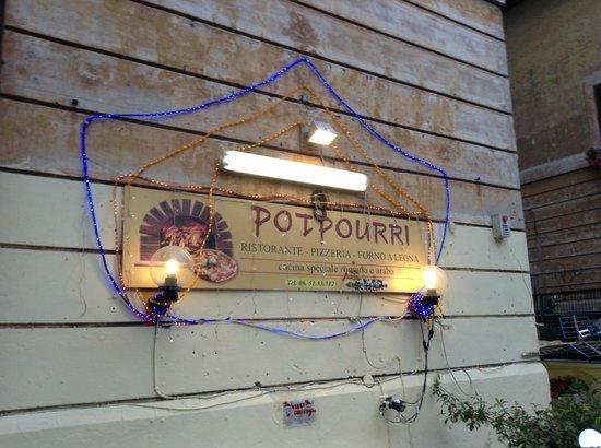Potpourri: Insegna esagerata