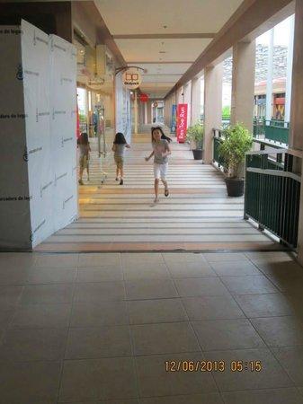 Embarcadero: Mall area