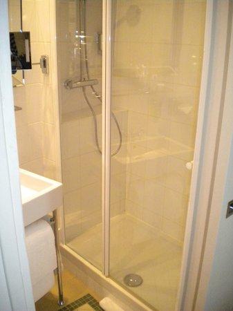 Le Petit Madeleine Hotel : doccia