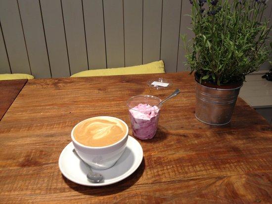 Moko Market Cafe: latte