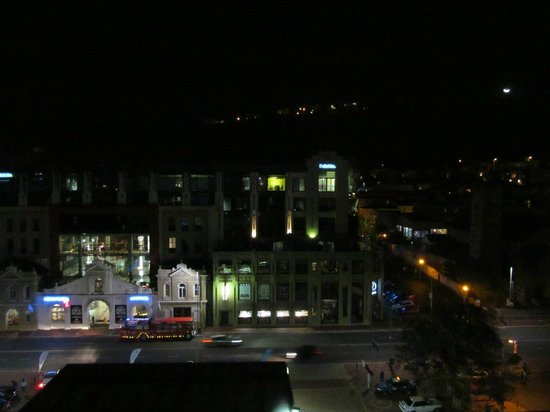 Rockwell All Suite Hotel: The view of the city at night