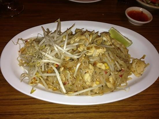 Thunwa Thai Cuisine : Chicken Pad Thai