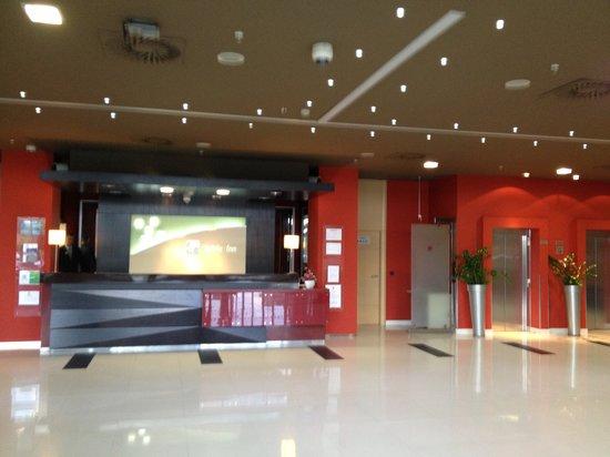 Reception Na Slici Je Holiday Inn Belgrade Beograd Tripadvisor