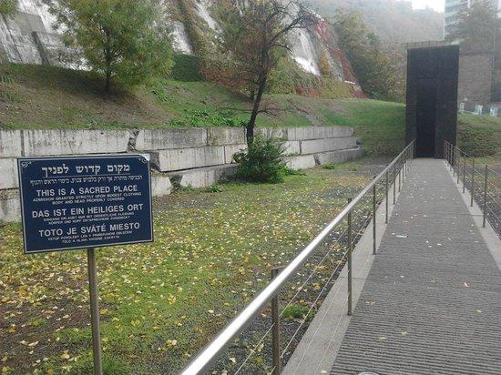 Chatam Sofer Memorial: Inside the gate