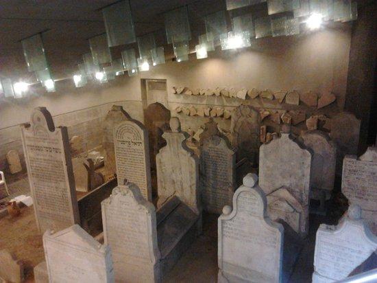 Chatam Sofer Memorial: Inside the cemetery