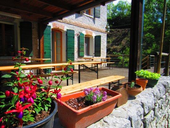Balcone/terrazza coperta - Picture of Altanon Hostel, Santa Giustina ...