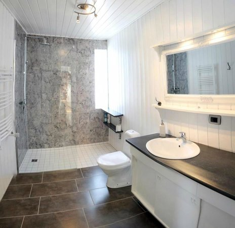 Laugar Guesthouse: Shared bathroom