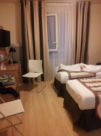 Sejours & Affaires Paris-Vitry: room
